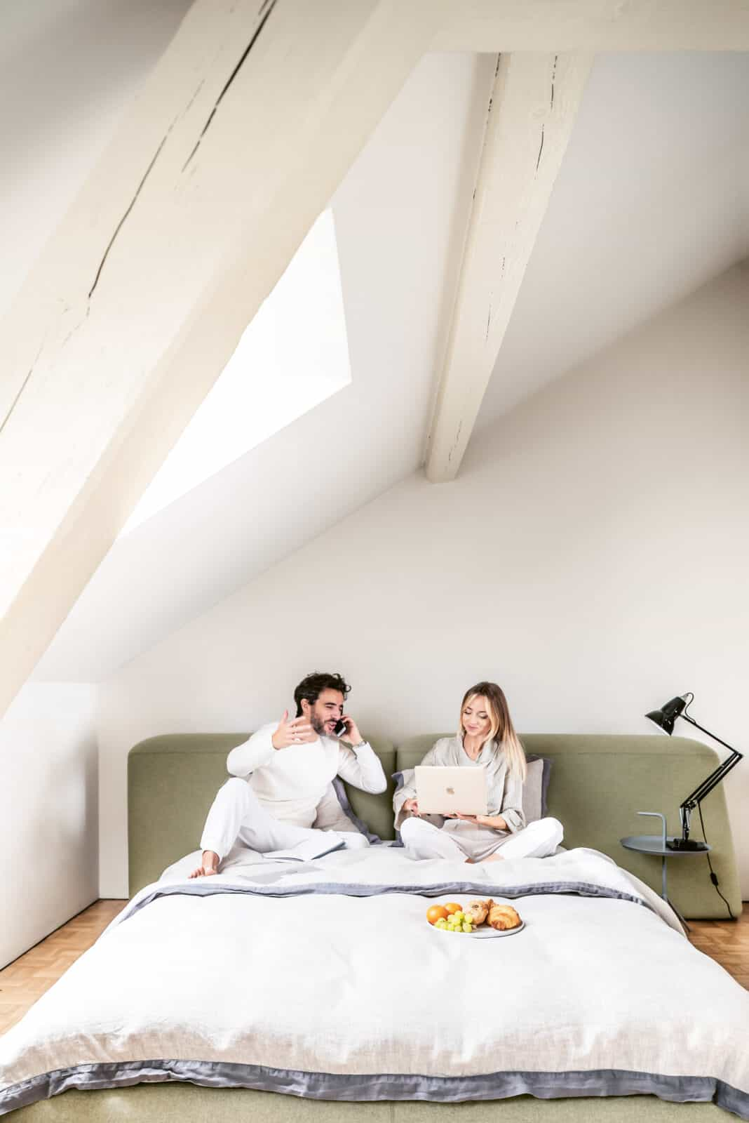 Gian und Jurgita von Naughty Linen im Bett